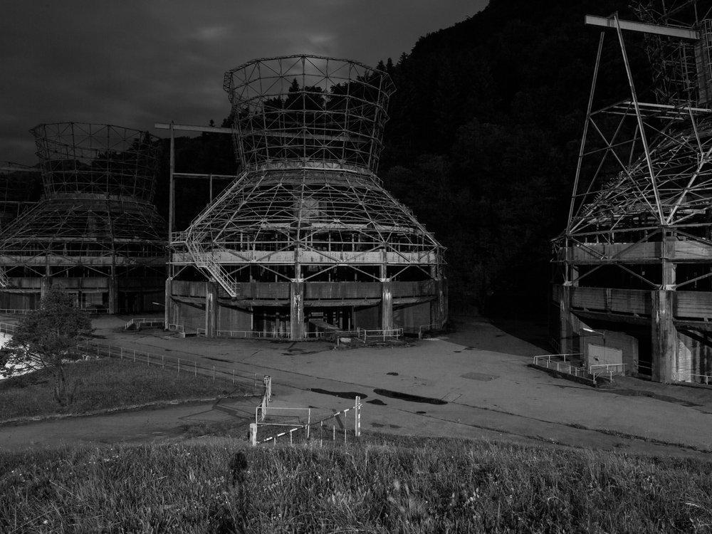 L'usine de Chavalon, construite en 1964 a brûlé pendant des années du carburant lourd issu de la raffinerie de Collombey. Elle est à l'abandon depuis 1999.Un projet d'y installer une centrale thermique au gaz naturel vient d'être abandonné en juillet 2017. Pas assez rentable selon les propriétaires (EOS et Romande Energie). La centrale à gaz aurait pu rejeter jusqu'à 750000 tonnes de CO2 par an dans l'atmosphère.EOS et Romande Energie ont cédé Chavalon au groupe Orllati, une société de démolition pour mener des travaux de démontage et d'assainissement des lieux.