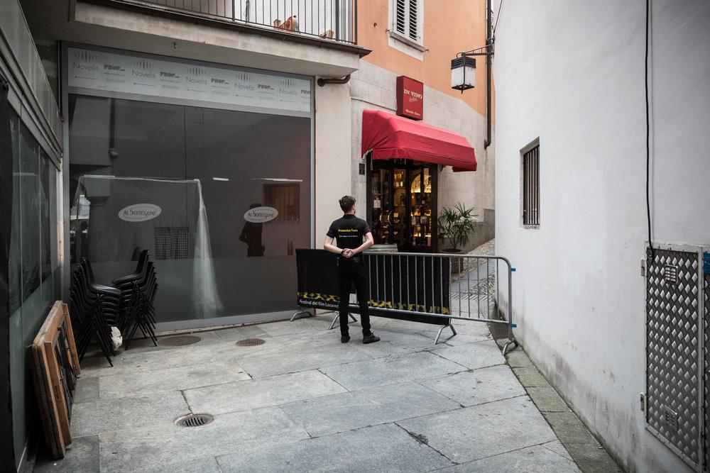71ème édition du Locarno Festival. Un Agent de sécurité sur la Piazza Grande.