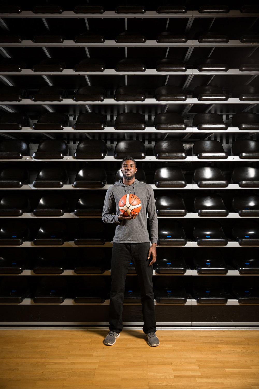 Babacar Touré, joueur de basket à Fribourg Olympic. Avril 2018.
