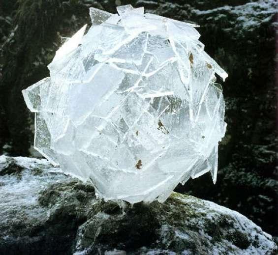 goldsworthy-ice_ball_2.jpg