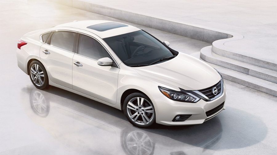 2017-nissan-altima-sedan-side-view-pearl-white-original.jpg