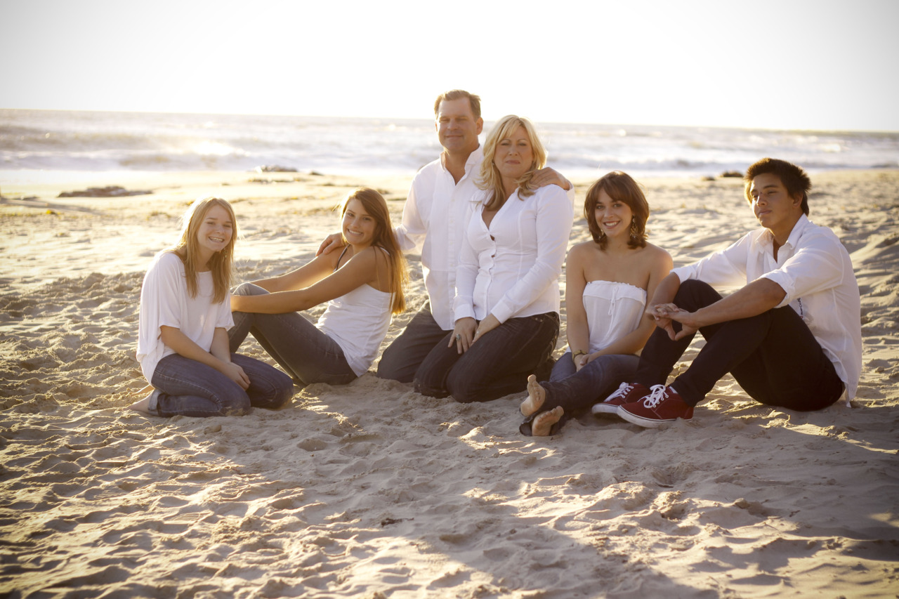 Sneak Peak of one of the shots I got yesterday at Carpinteria beach of the Cullins family! more coming soon!!