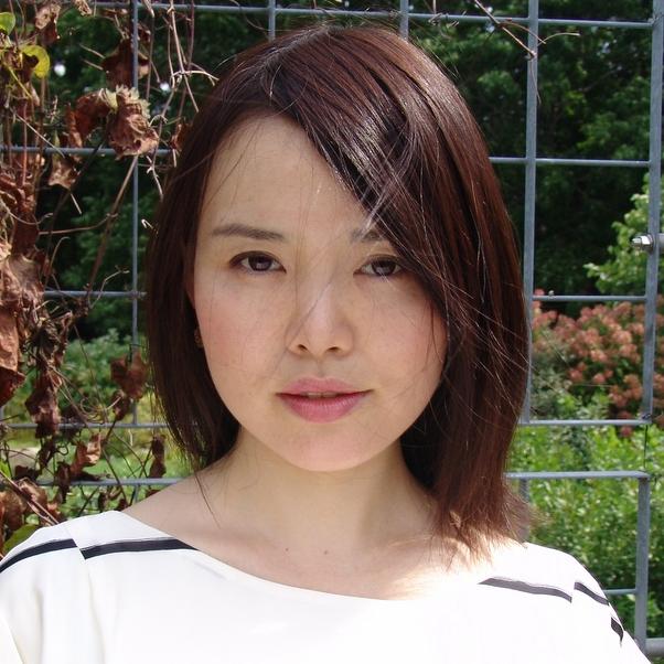 TomokoOzawa Headshot2.jpg