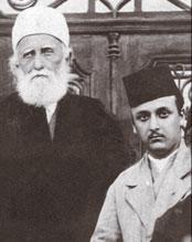 'Abdu'l-Bahá (venstre), sammen med hans barnebarn Shoghi Effendi.
