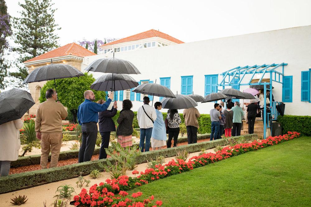 Delegatene har flere dager med åndelige forberedelser før de deltar på Konventent. Dette består bl.a. i å ha bønn og meditasjon ved de hellige gravmælene til bahá'í-troens grunnlegger Bahá'u'lláh og Hans forløper Báb. Foto: bahai.org