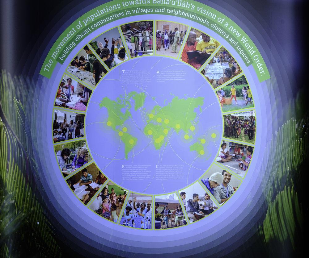 En av seksjonene i utstillingen om utviklingen av arbeidet til bahá'í-samfunnet de siste årene. Foto: Nasjonalt Åndelig Råd.