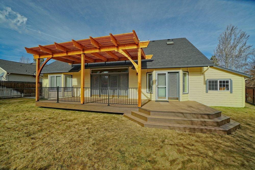 Cedar Pergola with TimberTech deck, Bend Oregon