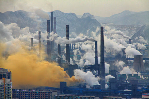 A steel factory in Benxi, China / Source: Wikimedia