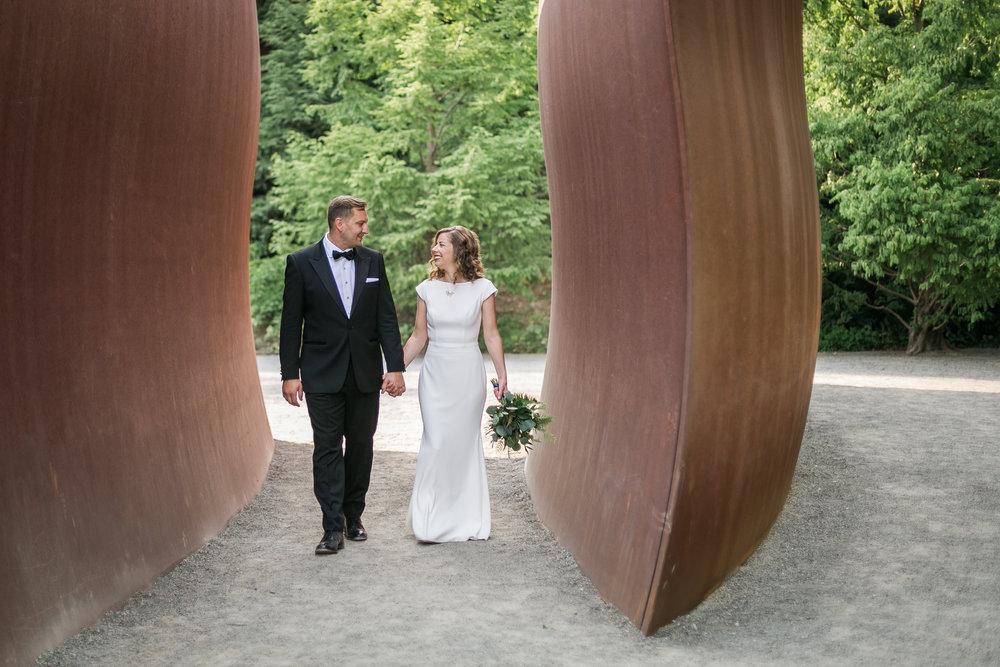 seattle-wedding-modern-classic-greenery-couple-bride-groom
