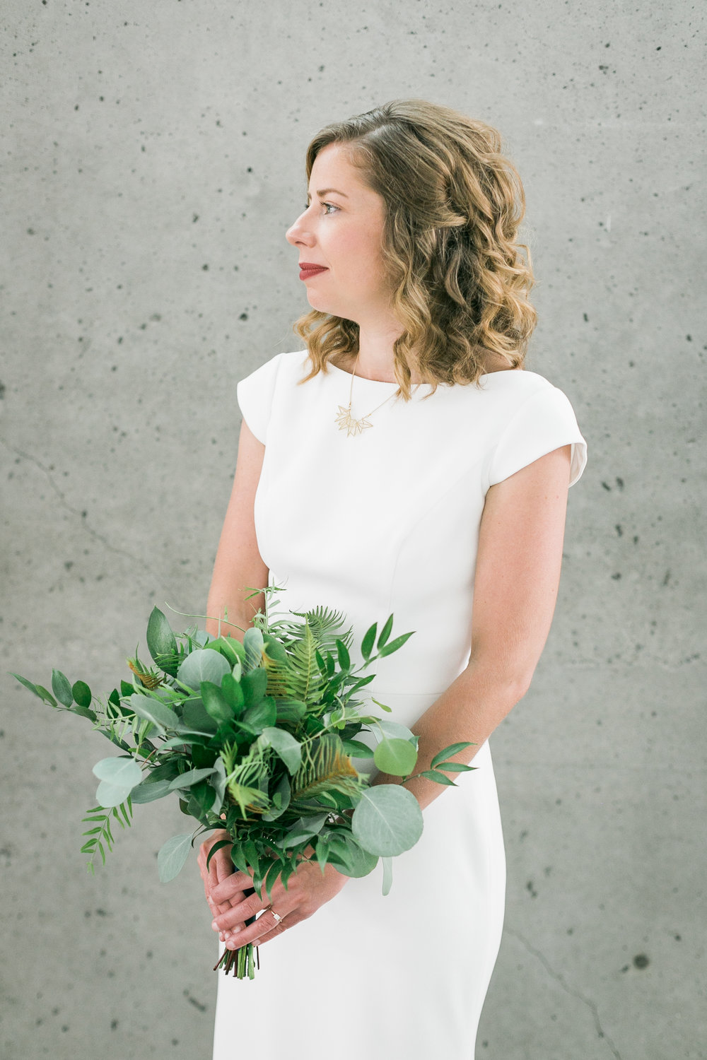 seattle-wedding-bridal-bouquet-greenery-modern-classic-white
