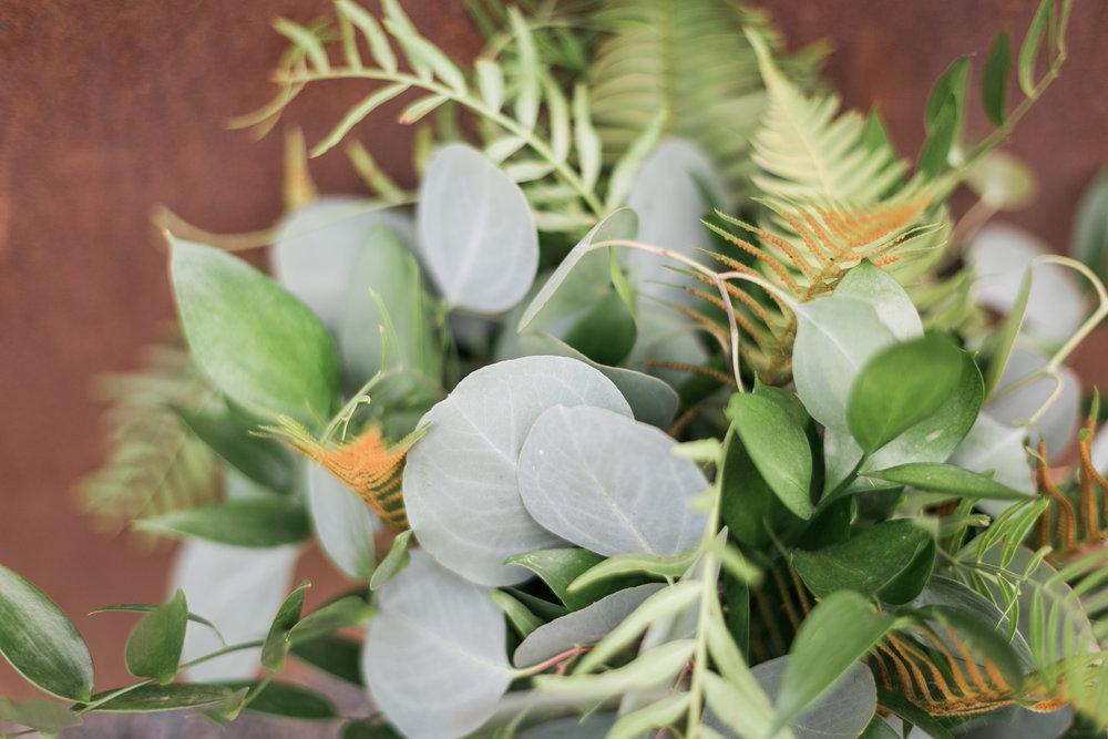 seattle-wedding-greenery-bouquet-texture-modern