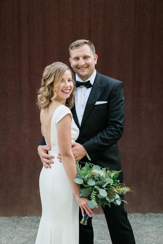 seattle-wedding-couple-modern-greenery-bouquet