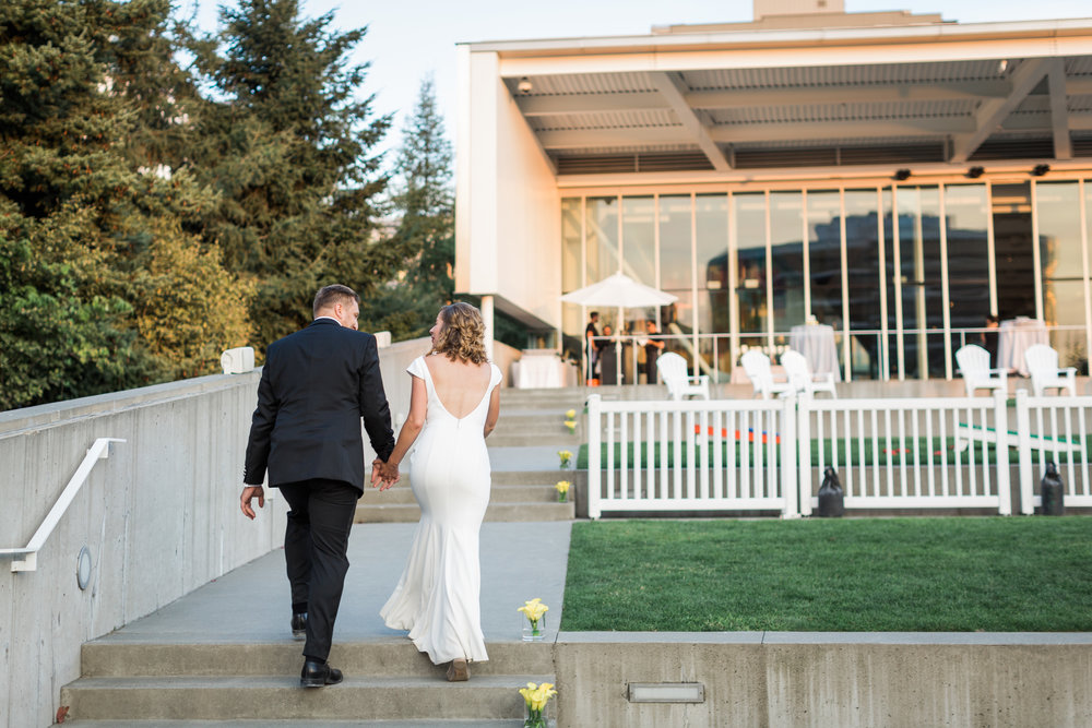 seattle-wedding-olympic sculpture park-ceremony-party-reception-modern