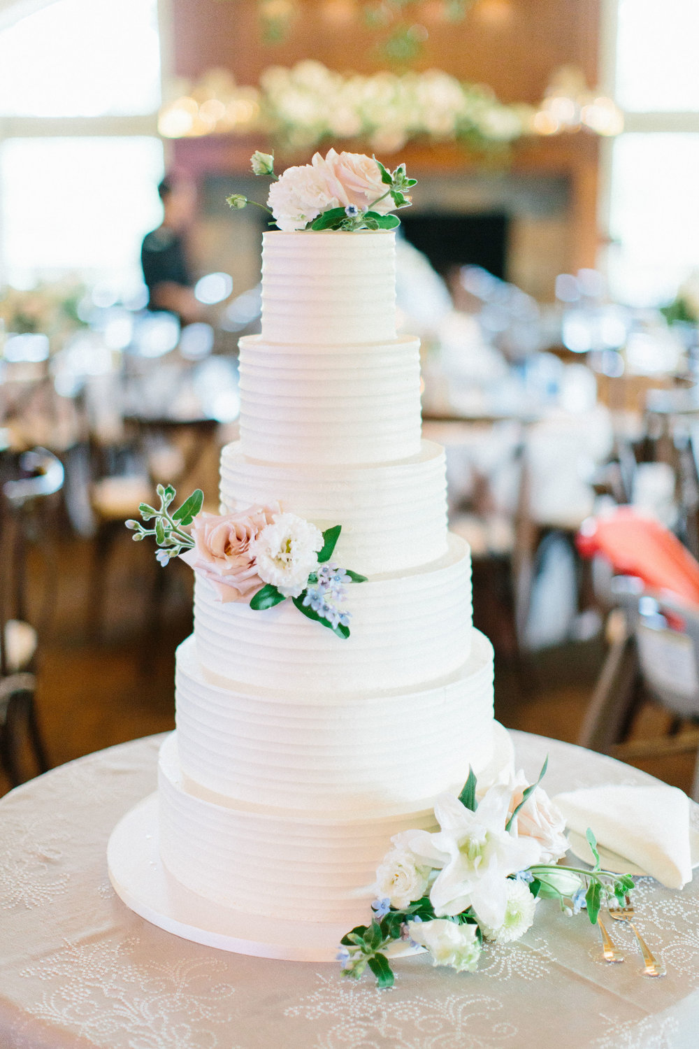 Photo Credit: Kristina Lorraine Photography//Cake: Julie Michelle Cakes