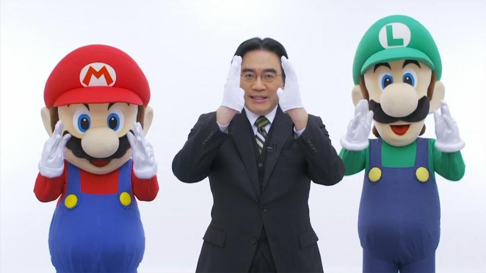 Nintendo-Direct-Satoru-Iwata-with-Mario-and-Luigi.jpg