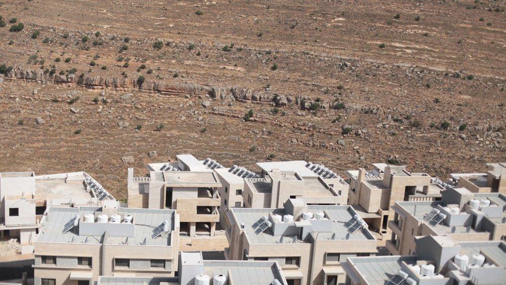 بيوت سكن فلسطينية في منطقة ب في رام الله.تصوير: سيرين حسني (٢٠١٦).