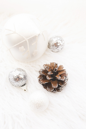 haute-chocolate-styled-holiday-stock-photos-mockups-13.jpg