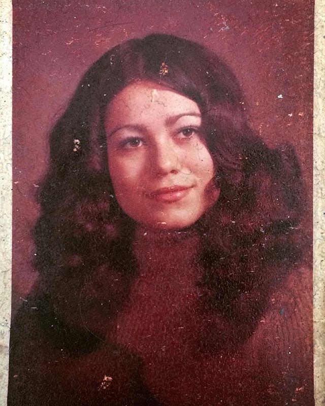 My mom, the hottie. #oldphoto #família #family #familyphotos #mom @camuy57