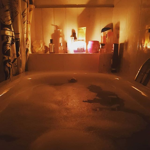 Sometimes a candle lit bath is what you need. With my anxiety levels quite high today, I took a step back and stopped thinking to have a relaxing bath instead. Infused with a rose petal bath bomb. Bliss. #takeabreak #humpday #bath #bliss #meditation #zen #relax #anxiety #anxietyrelief #candles