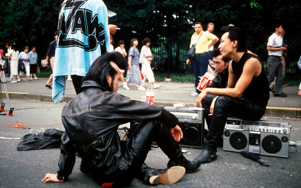 Teddy Boys, Harajaku Park Tokyo Japan 1986. © Josh Cheuse / PYMCA