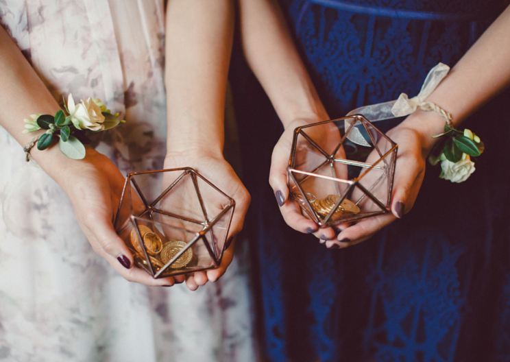Elegant and natural wrist corsage by Venn Floral, photo by Lilly Red.