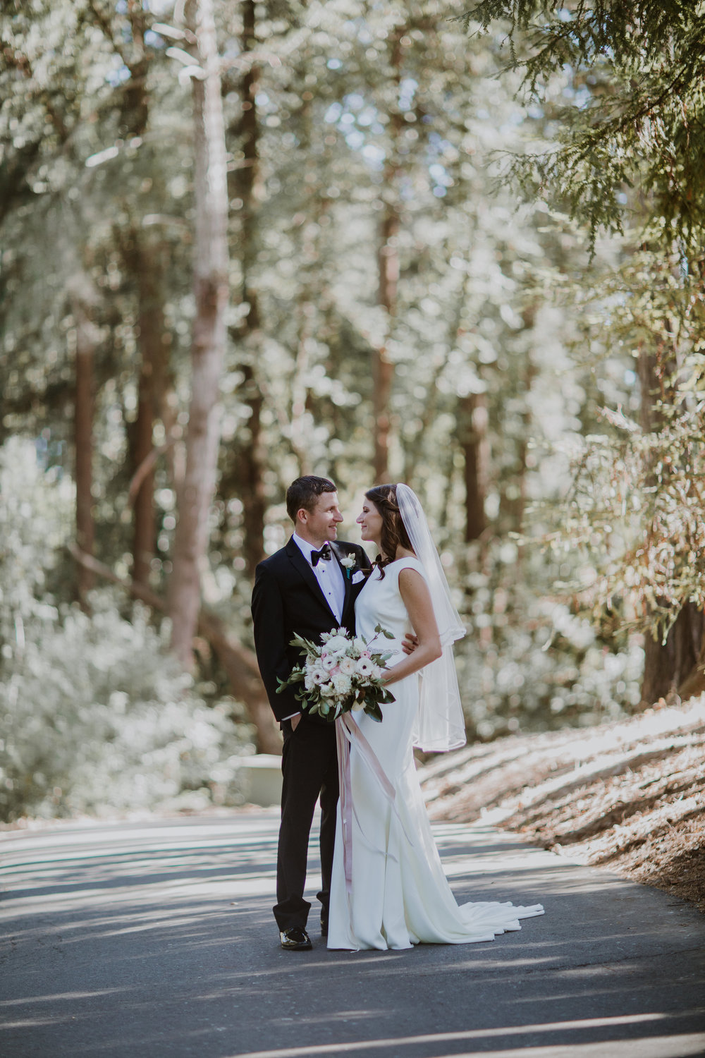 Romantic and natural wedding flowers by Venn Floral, photographed by Gretchen Gause in Healdsburg, California.