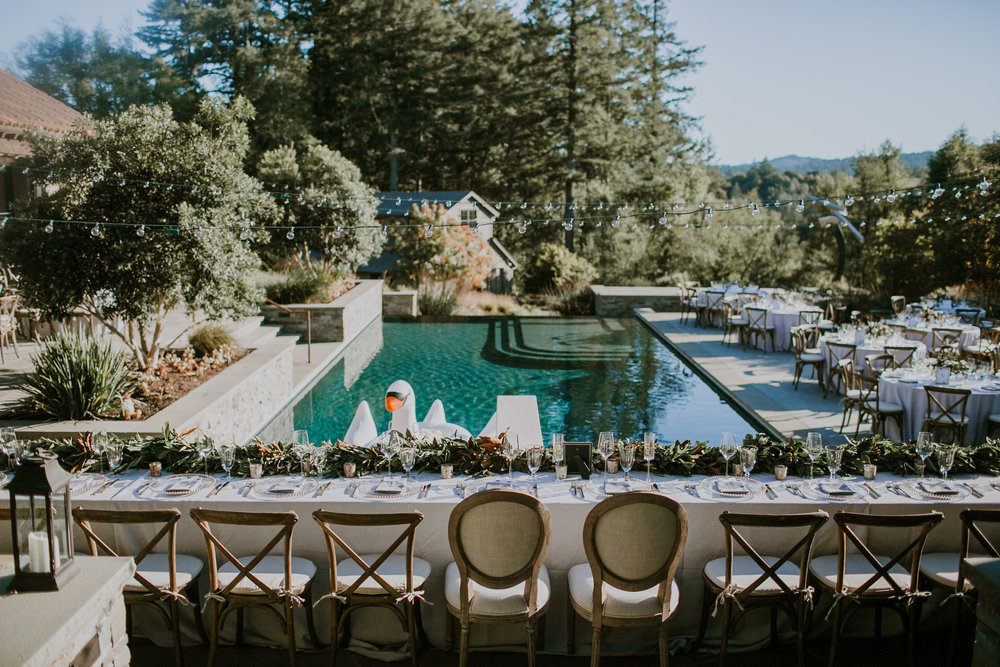 Al fresco Healdsburg wedding, flowers by Venn Floral, photographed by Gretchen Gause Photography.