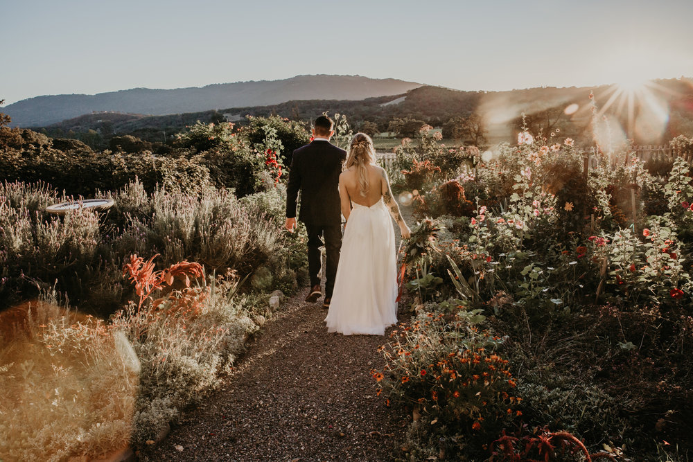 Northern California Boho wedding flowers by Venn Floral at Beltane Ranch with Whitney Nelson Events. Photographed by Vera Frances