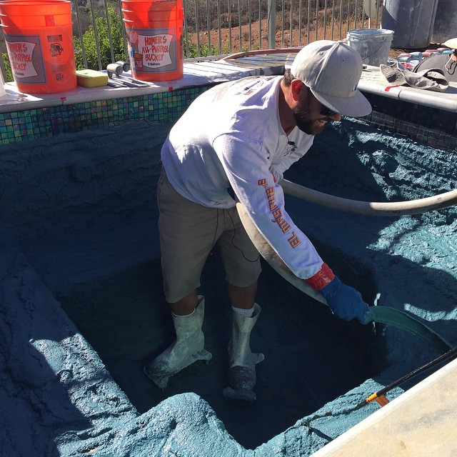 Installing Courtzscapes pool floor