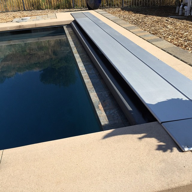 Standard aluminum automatic pool cover lid.