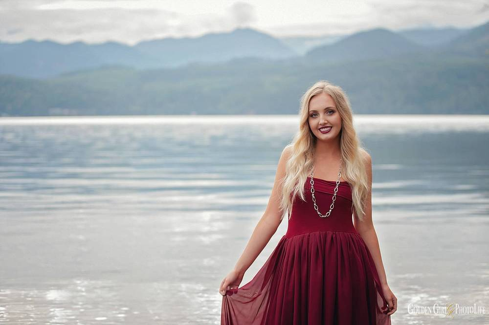 Gig Harbor senior portraits outdoor photo