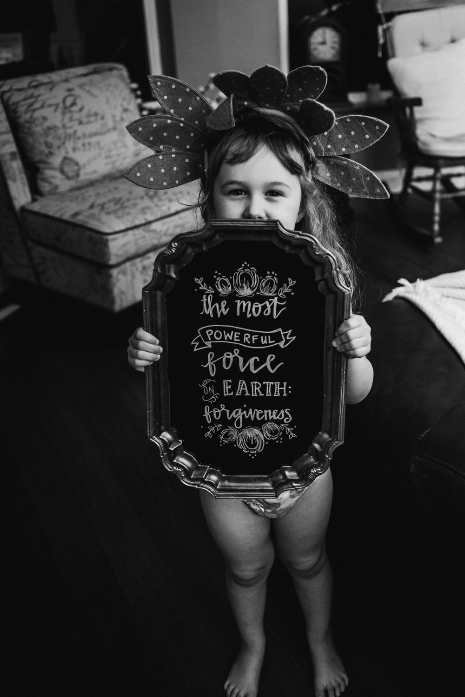 brynn-james-sign-golden-girl-photolife-photo