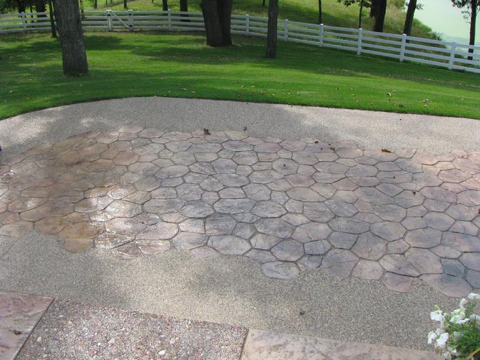 Random Stone Pattern with Exposed Aggregate Border