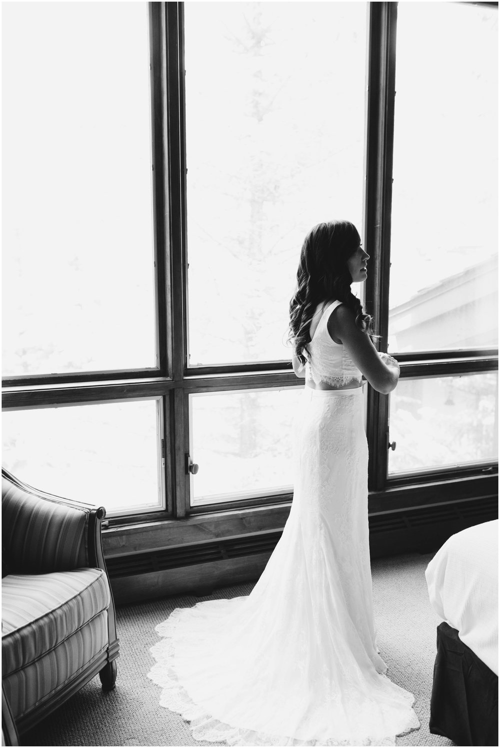 Courtney+Jamie_modern_vail_village_wedding_colorado_taylor_powers_0037.jpg