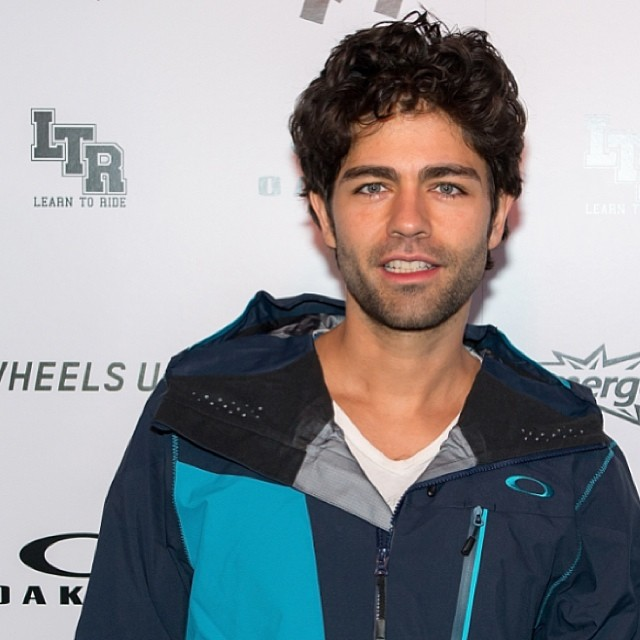 Adrian Grenier swagged out. All blue errythang. #LTR #learntoride #sundance #oakley #oakleyshades #oakleyfamily #oakleyswag @adriangrenier