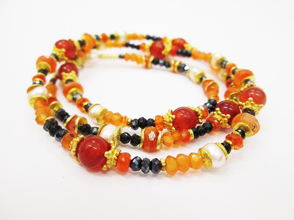 Náhrdelník z přírodních kamenů,karneol,ohnivý opál,černý spinel,perla a zlacené komponenty ze stříbra 925,1000.Cena 4200,-Kč. KOD 13.JPG