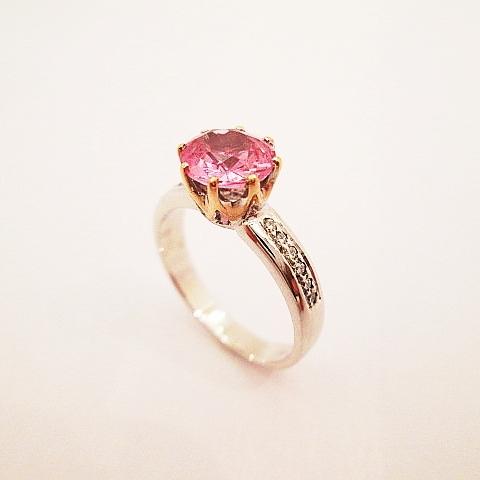 Prsten bílé zlato s růžovou korunkou 585,1000,brilianty 12 ks.VSG 0,18ct.Přírodní Spinel - Barma 0,745ct.Cena 32200,-Kč..JPG