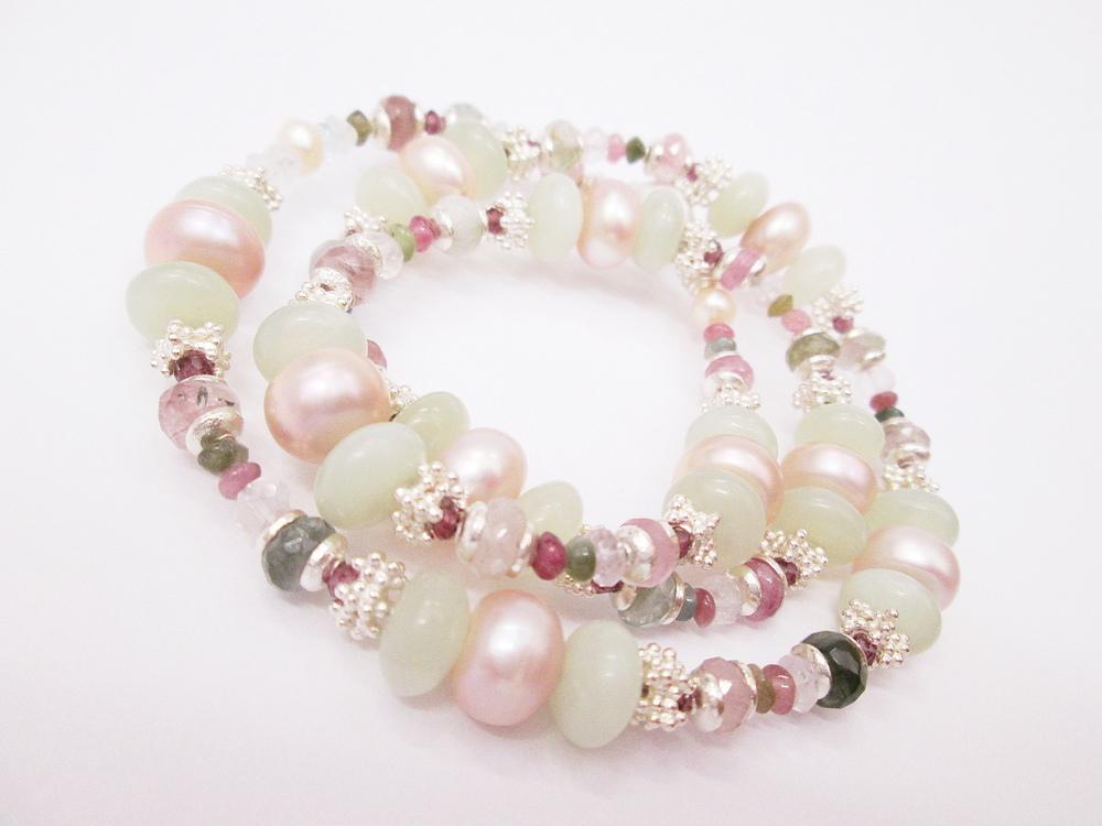 Náhrdelník z přírodních kamenů.Jade,perla,turmalin,rubín,růženín a stříbrné komponenty 925,1000.Cena 6200,-Kč.KOD 32.JPG