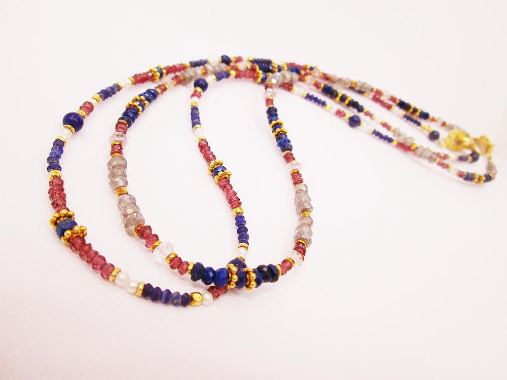 Náhrdelníky z přírodních kamenů,lápis-lazuli,rubín,perla,labradorit,růženín.Cena 3800,-Kč.KOD 12 a 18.JPG