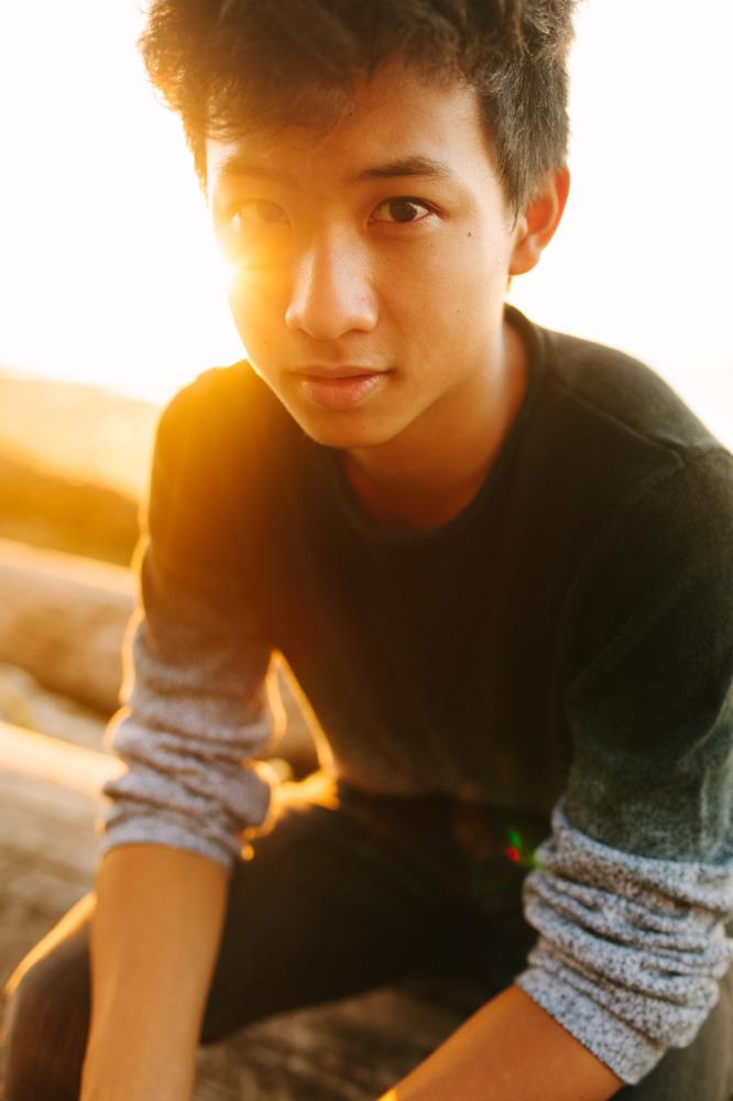 boys-Senior-portraits-seattle-spencer-wallace-photography-beach.jpg