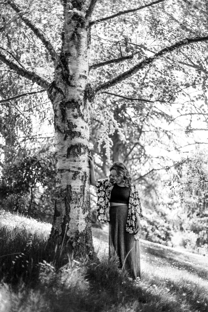 Senior-portraits-seattle-spencer-wallace-photography-black-white-willow.jpg