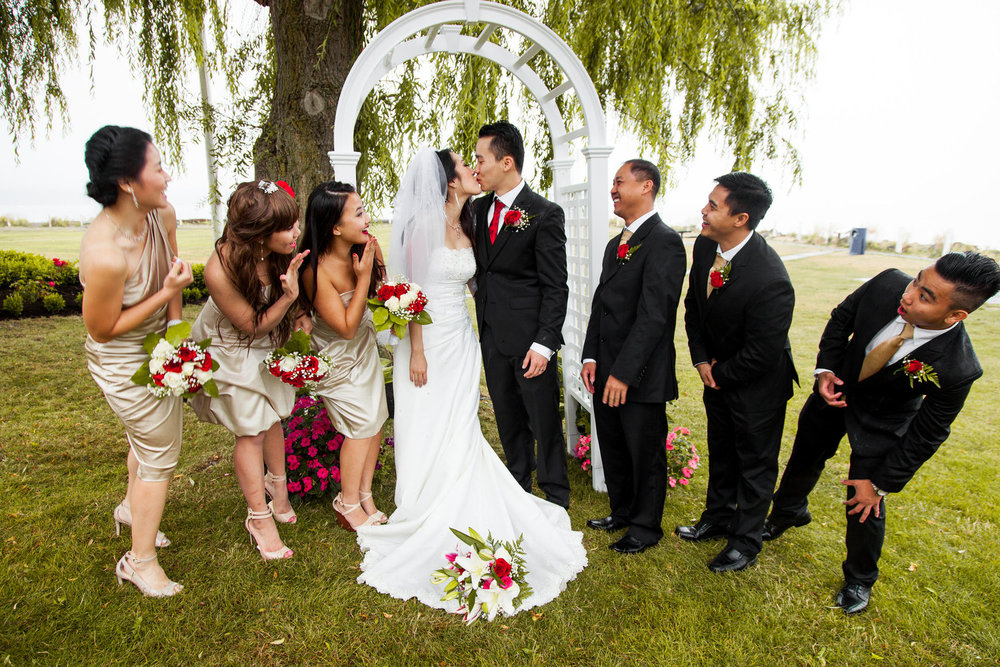 Wedding-outdoor-spencer-wallace-photo-party-kiss.jpg