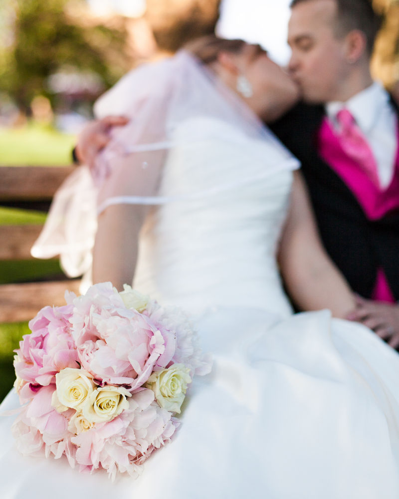 bouquet-kiss-wedding-seattle-spencer-wallace-photo.jpg