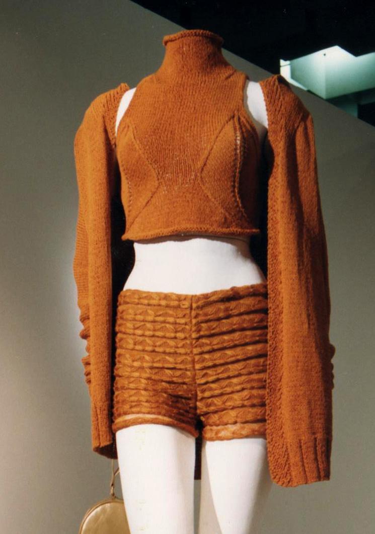 GiulianoeGiusyMarelli_ItalianSummer_2001_MadeInItaly_Knitwear_Design_2Detail.jpg