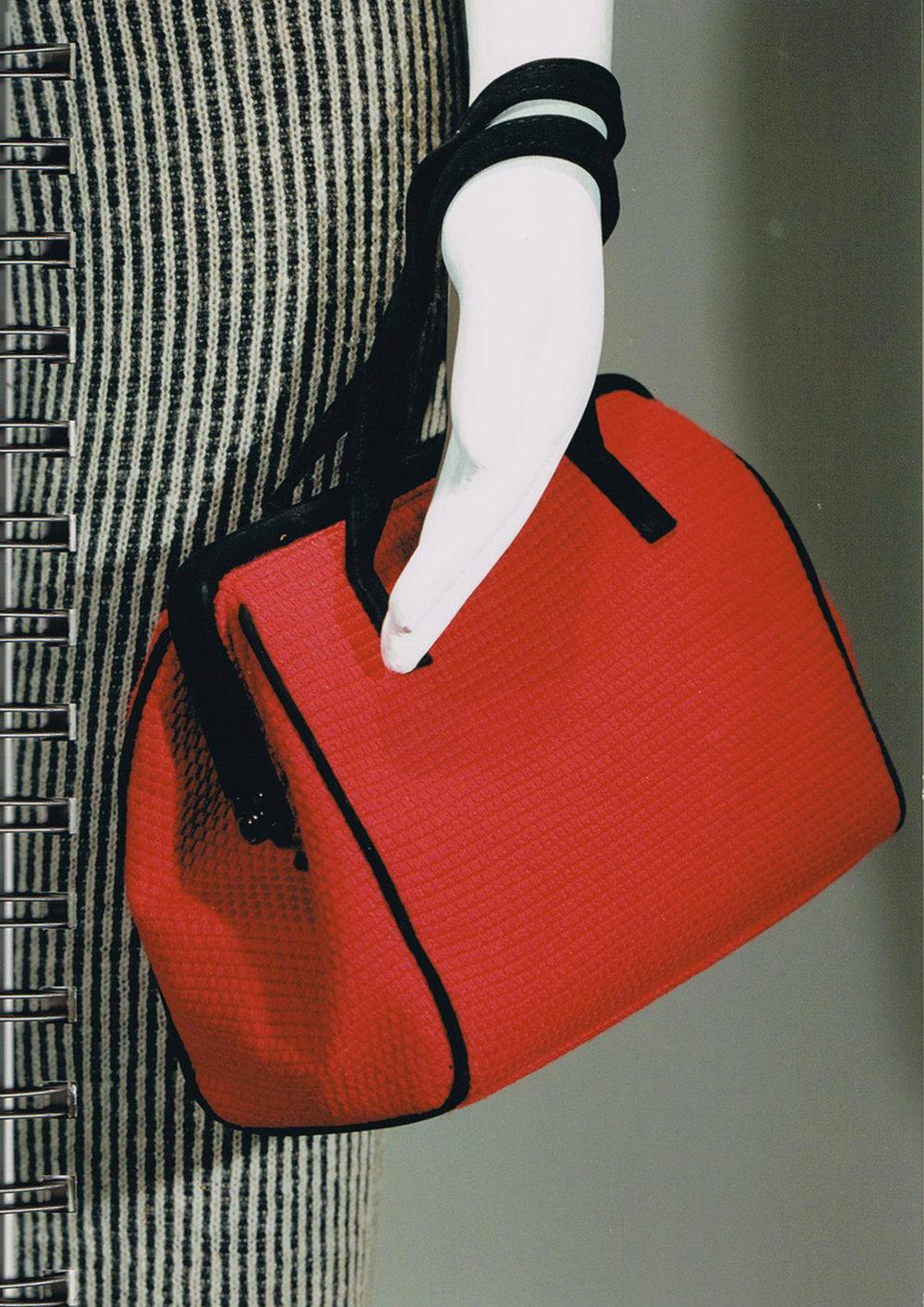 Dettaglio di borsa in maglia a punto ottoman, finezza 12.