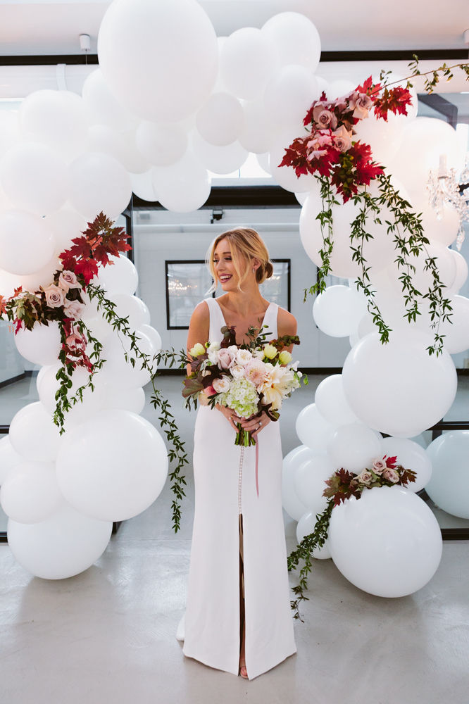 fullpage_LENZO-Autumn-Wedding-balloon-arch.jpg