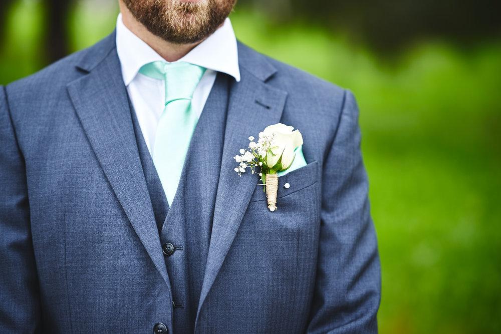 groomsmen boutonniere