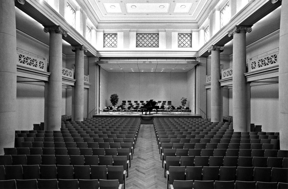 [[Konzertsaal im Stadthaus///Venue inside the town hall]]