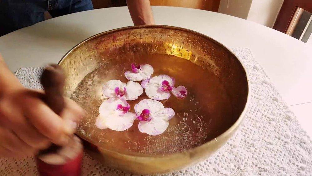 valentinayoga-acqua-campana-tibetana