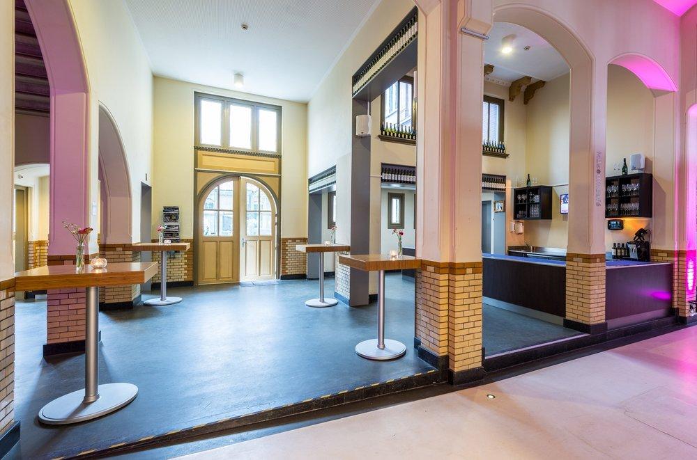 Muntplein en terras  Capaciteit 200 personen Zaalverhuur vanaf € 390,-